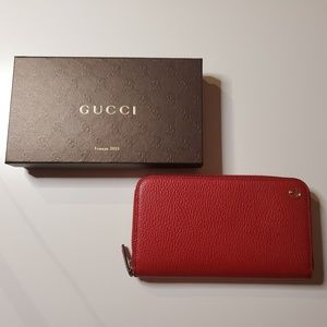 Gucci Interlocking GG Pebbled Leather Wallet